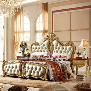 Tempat Tidur Ukiran Emas