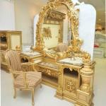 Meja Rias Ukir Kerajaan Emas