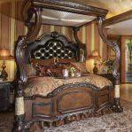 Tempat Tidur Mewah Beratap