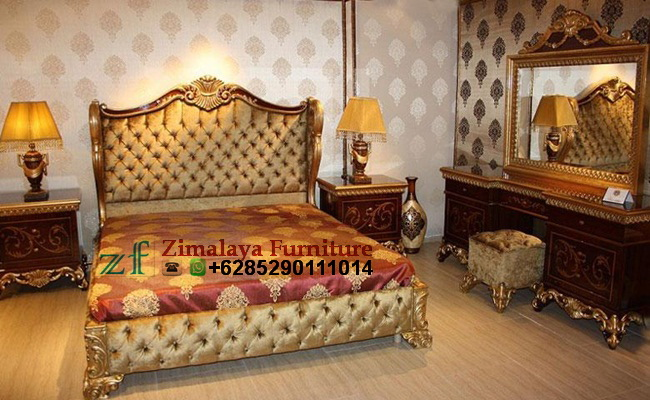 Tempat Tidur Warna Emas