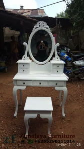 Meja Rias Warna Putih Kartini